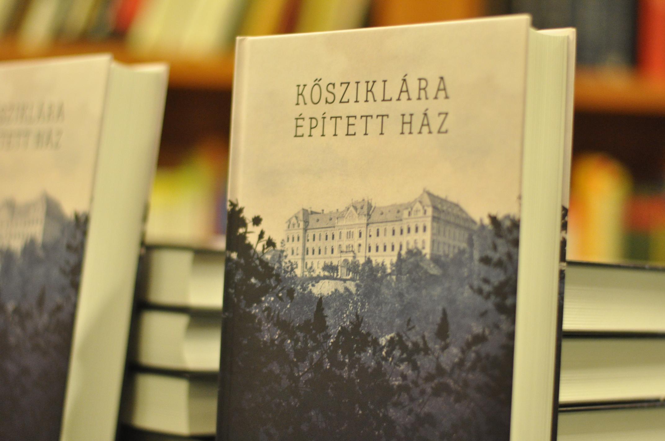 Kovács István recenziója a Kősziklára épített ház című könyvünkről
